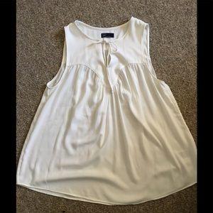 Gap Tank top blouse w key hole tie sz L off white